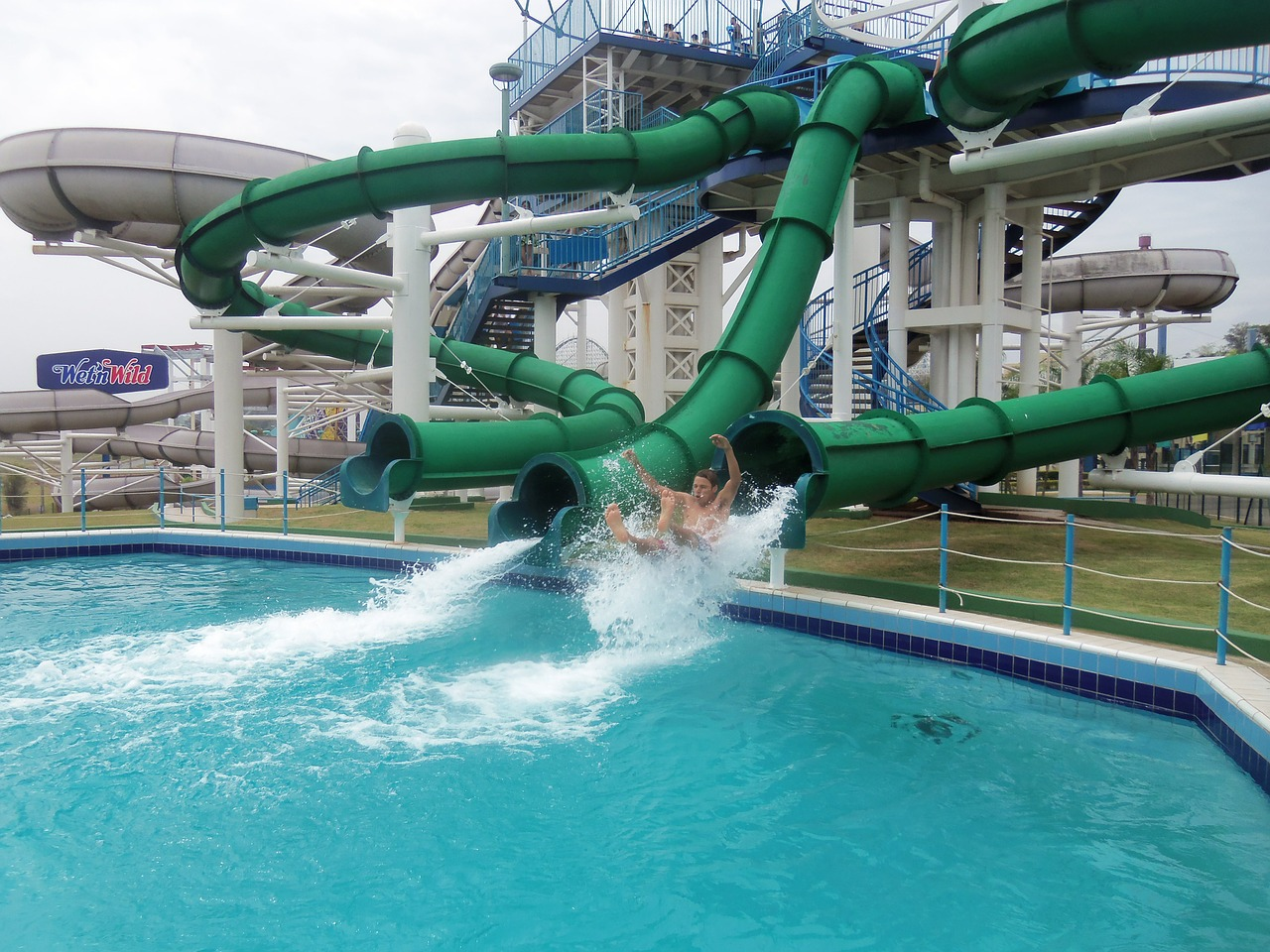 Perusahaan Kontraktor Seluncuran Waterboom